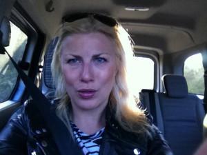 En selfie i bilen till de därhemma. Det nya vykortet?