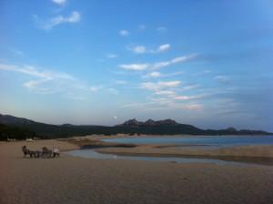 Kilometer av strand, där man kan vara nästintill ensam om man kört fel (fast ändå hamnat rätt).
