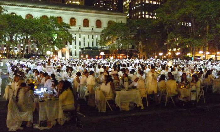4000 personer klädda i vitt samlades i Bryant Park för Diner en Blanc.