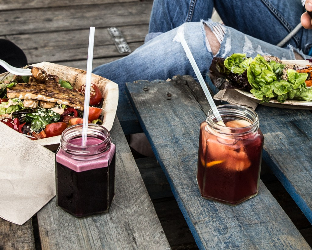Fräsch mat och alkoholfria cocktails - perfekt en solig lördag som denna.