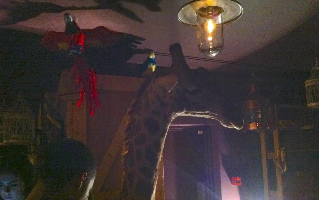 En giraff och en papegoja gick in i en bar... Ovanvåningen på Steam & Rye är något helt unikt.