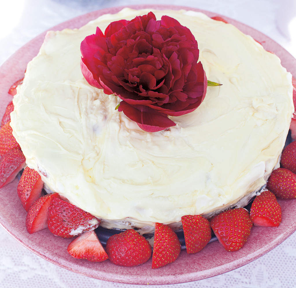 cheesecake med jordgubbar och vit choklad sid 24