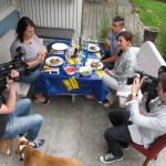 Trots kamerorna lyckas Hannah och Amanda få till en intim känsla under sina middagar. Kameravana gäster är ett plus!