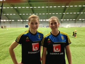 Umeå IK:s Emmelie Konradsson och Emma Berglund på landlslagsläger 2013.