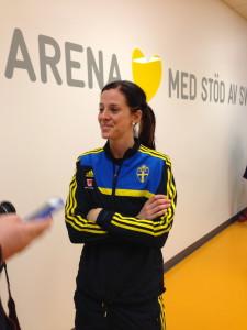 Lotta Schelin inför en träning i Friends Arena.