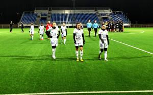 Lisa Lantz, Hanna Folkesson och övriga Umeåspelare deppar efter förlusten mot Tyresö.