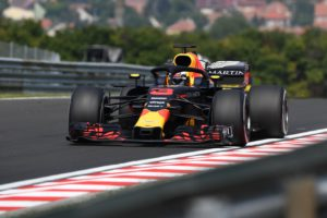 Red Bull's Australian driver Daniel Riccardo steers his car during the 2018 a practice session of the Hungarian Grand Prix at the Hungaroring near Budapest on July 27, 2018. / AFP PHOTO / ATTILA KISBENEDEK