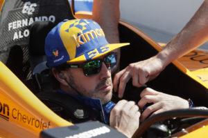 Fernando Alonso kraschar inför Indy 500