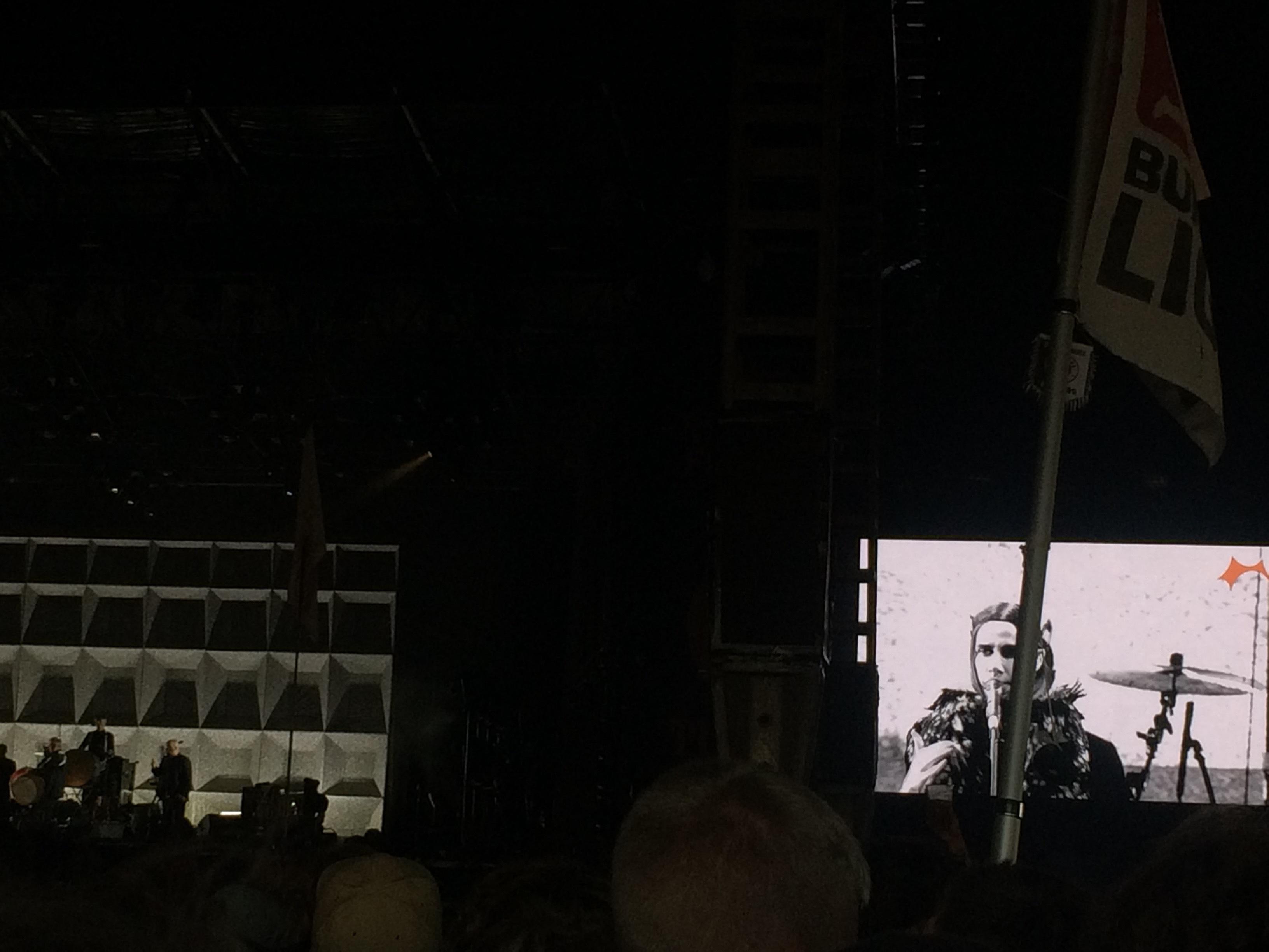 PJ Harvey är sällan någon publikfriare, men så stark och genuin. Med mest låtar från nya skivan lyckades hon ändå vinna över publiken.