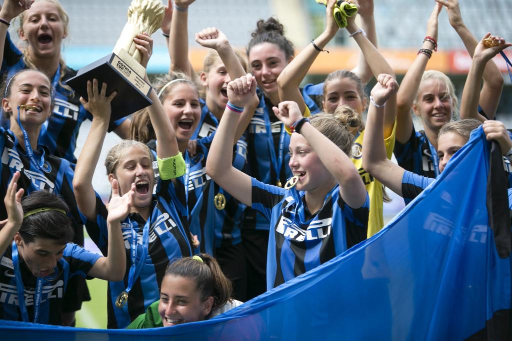Guldjubel. Inter Milano mästare i 15-årsklassen. Foto: Anders Deros