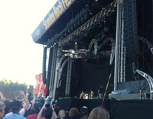 Five Finger Death Punch under åtta ben jätteljusrigg.