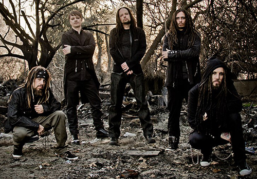 "Korn årsmodell 2013 består av Reginald ""Fieldy"" Arvizu, Ray Luzier, Jonathan Davis, James ""Munky"" Shaffer och Brian ""Head"" Welch."