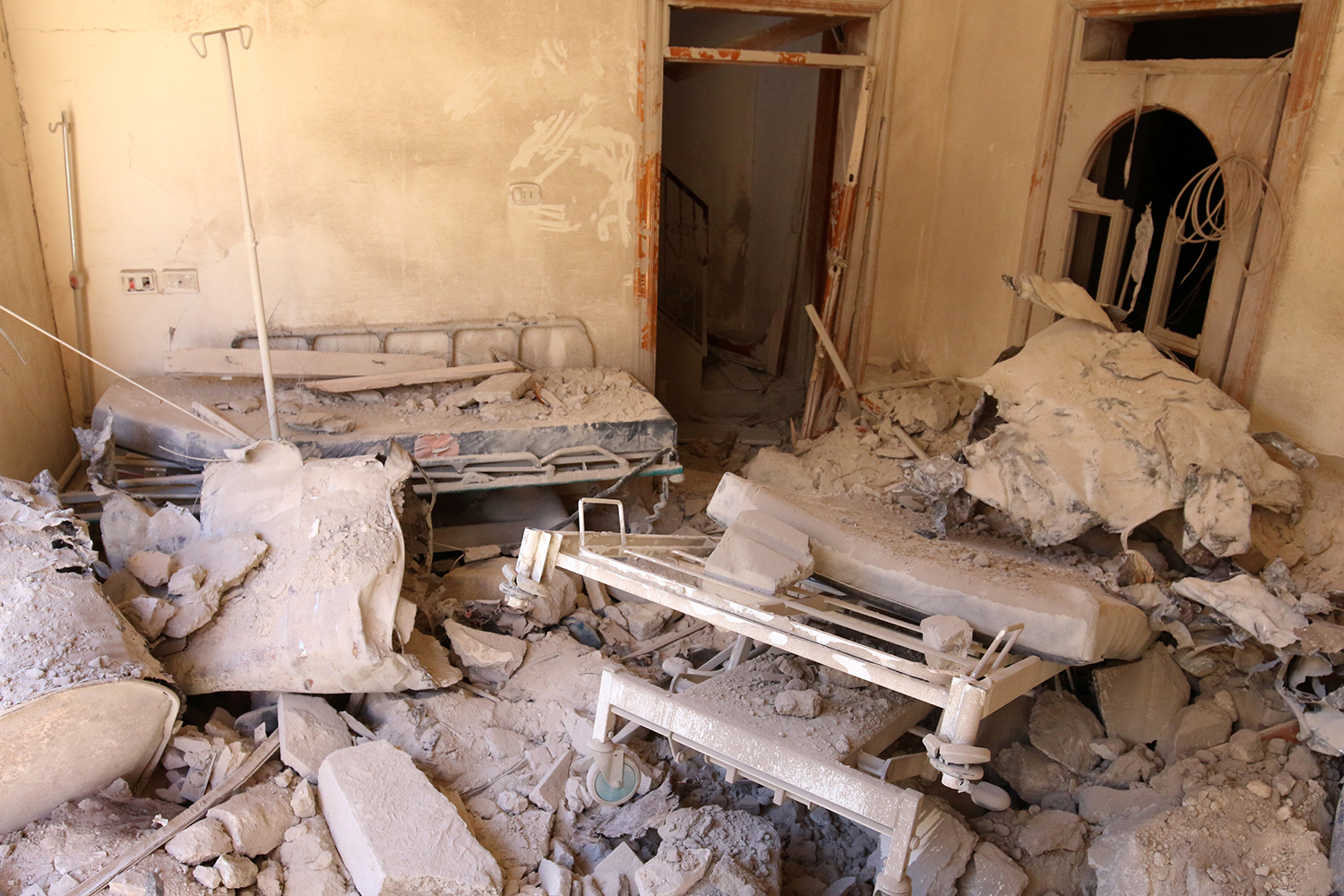 ALEPPO 2016-10-01 A damaged field hospital room is seen after airstrikes in a rebel held area in Aleppo, Syria October 1, 2016. REUTERS/Abdalrhman Ismail TPX IMAGES OF THE DAY Photo: / REUTERS / TT / kod 72000