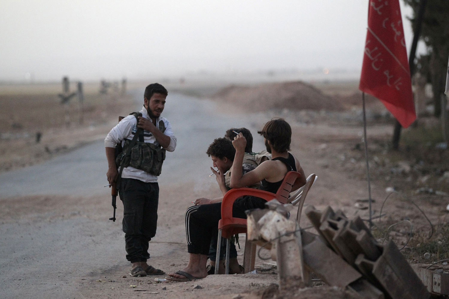 ALEPPO 2016-10-02 Rebel fighters man a checkpoint on the outskirts of al-Rai town, northern Aleppo countryside, Syria October 2, 2016. REUTERS/Khalil Ashawi Photo: / REUTERS / TT / kod 72000