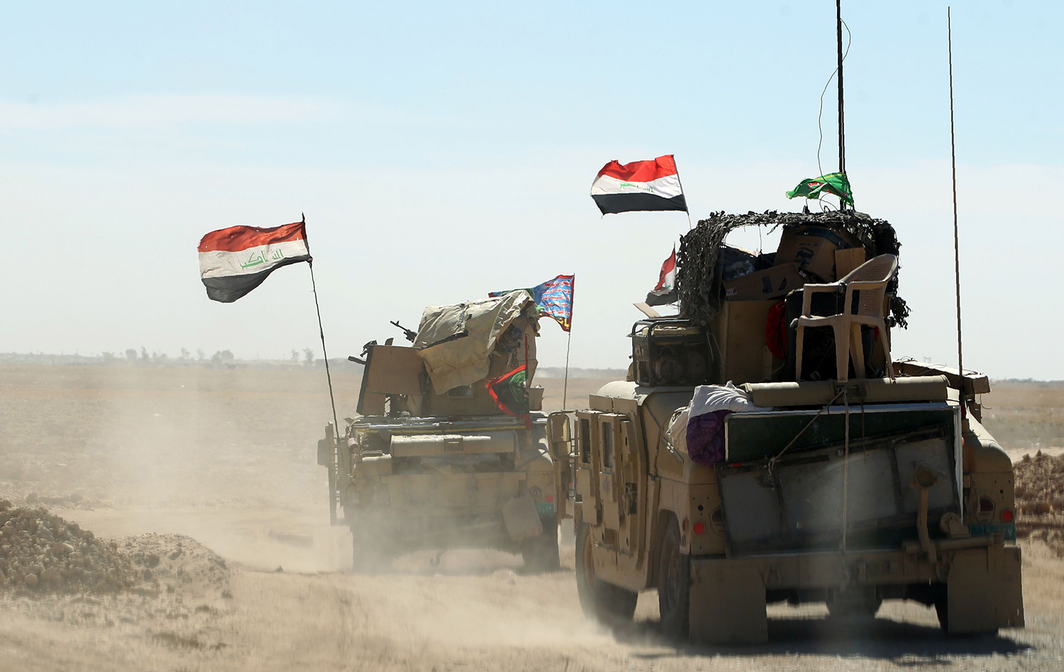 Iraqi forces gather at the Qayyarah military base, about 60 kilometres (35 miles) south of Mosul, on October 16, 2016, as they prepare for an offensive to retake Mosul, the last IS-held city in the country, after regaining much of the territory the jihadists seized in 2014 and 2015. / AFP PHOTO / AHMAD AL-RUBAYE / TT / kod 444