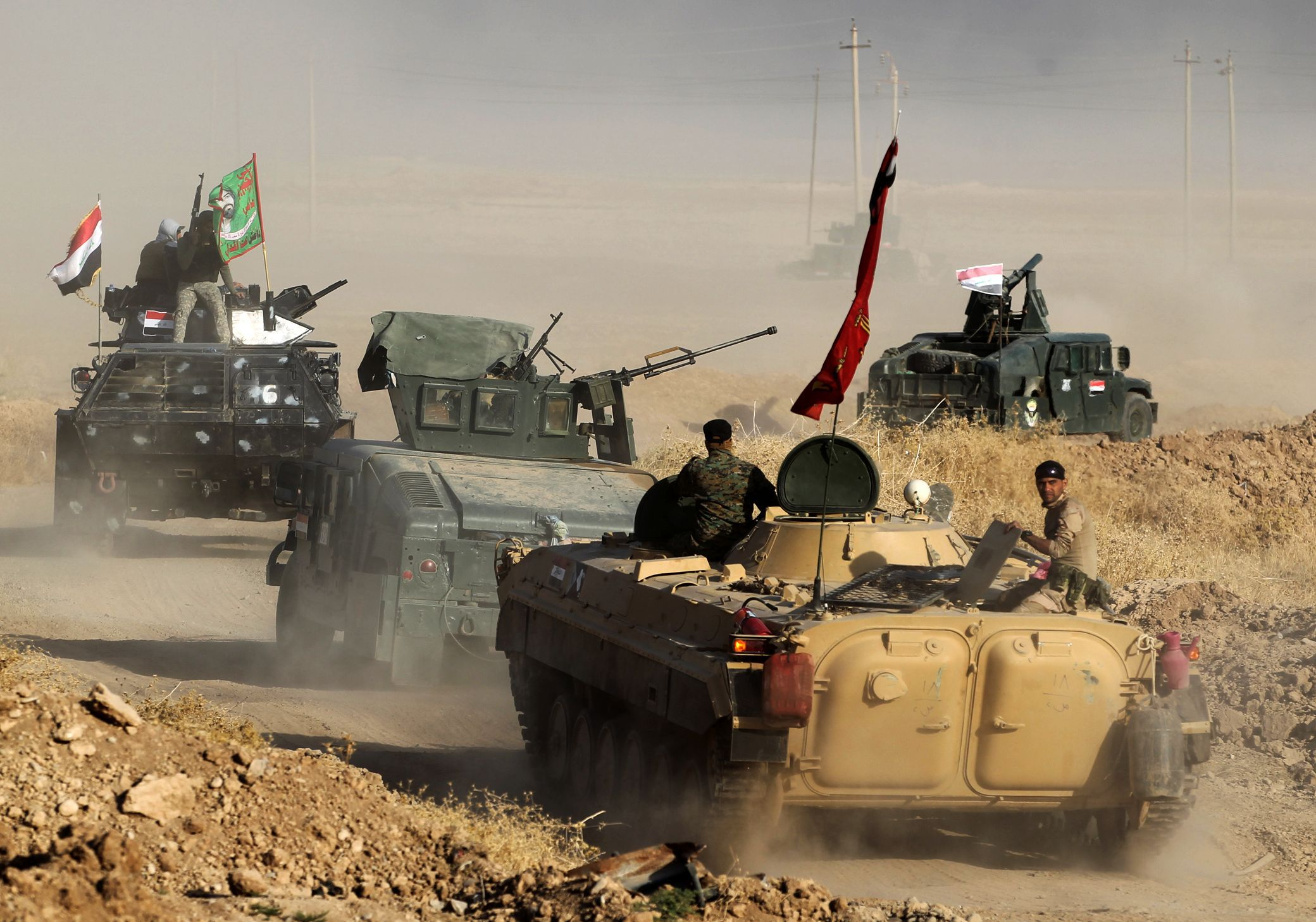 Iraqi forces deploy in the area of al-Shourah, some 45 kms south of Mosul, as they advance towards the city to retake it from the Islamic State (IS) group jihadists, on October 17, 2016. Iraqi Prime Minister Haider al-Abadi announced earlier in the day that the long-awaited operation to recapture Mosul was under way. / AFP PHOTO / AHMAD AL-RUBAYE / TT / kod 444