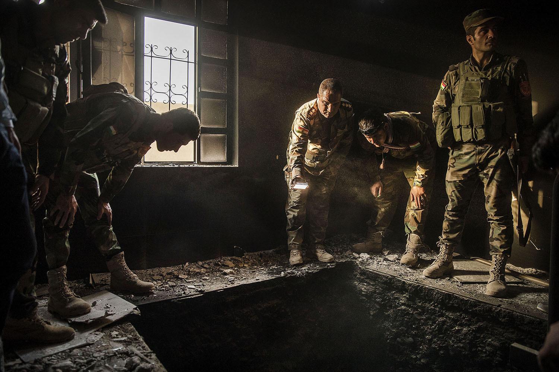 foto : magnus wennman : irak / kurdistan. irakiska och kurdiska trupper har inlett operationen att återta iraks näst största stad mosul från isis/daesh. på måndagen tog man kontrollen över flera byar i utkanten av mosul.