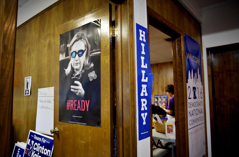 foto : andbar : ett av hillarys kampanjkontor i austin, texas. här rings det febrilt till väljare om att dom ska gå och rösta på hillary. margot clarke, kampanjansvarig.