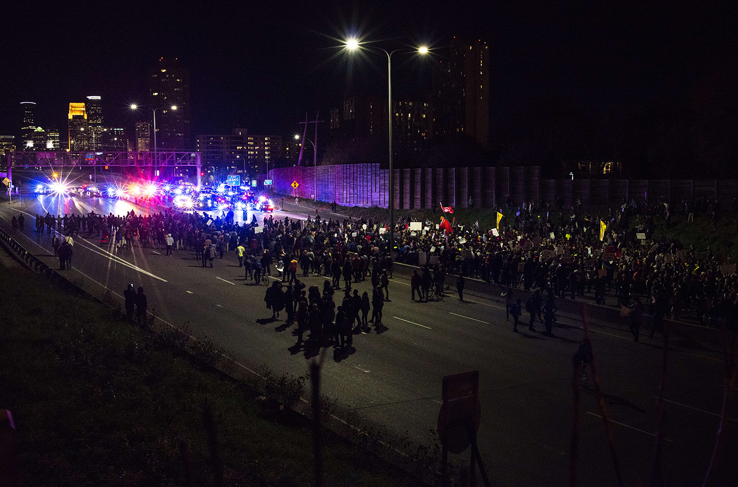 MINNEAPOLIS, MN - NOVEMBER 10: Police block protesters of President-elect Donald Trump from marching further down the I-94 on November 10, 2016 in Minneapolis, Minnesota. Thousands of people across the country have taken to the streets in protest in the days following the election of Republican Donald Trump over Democrat Hillary Clinton.   Stephen Maturen/Getty Images/AFP == FOR NEWSPAPERS, INTERNET, TELCOS & TELEVISION USE ONLY == / TT / kod 444