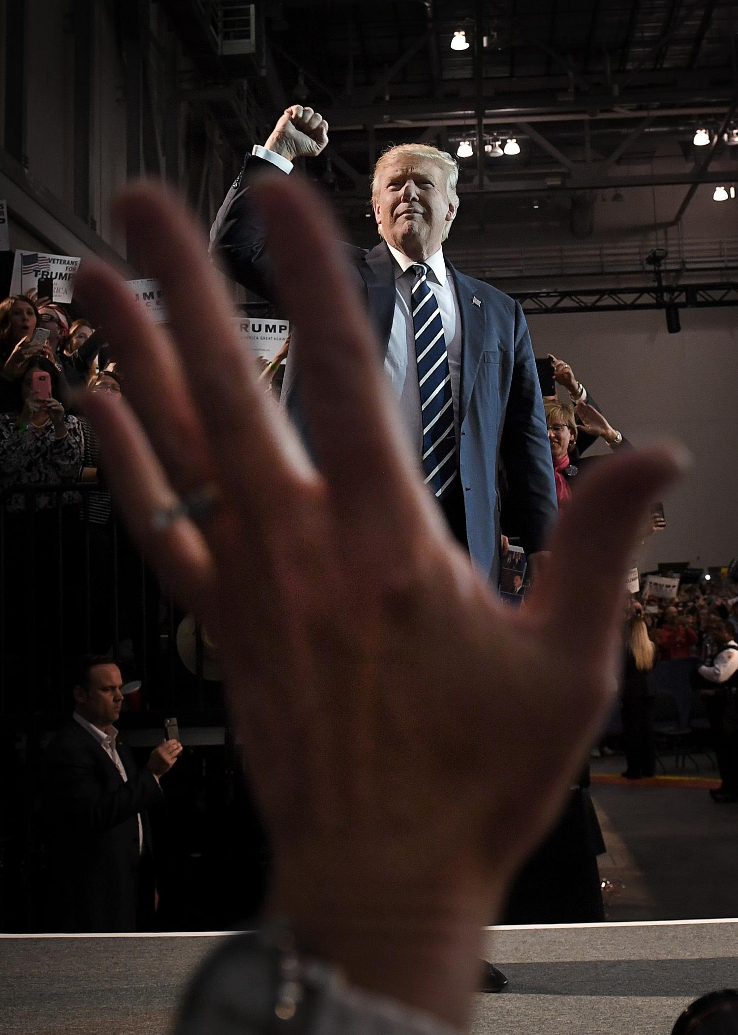 foto : urb : usa-val.- trump håller sitt sista tal i denna valkampanj i grand rapids i michigan. pence var också med. foto urban andersson