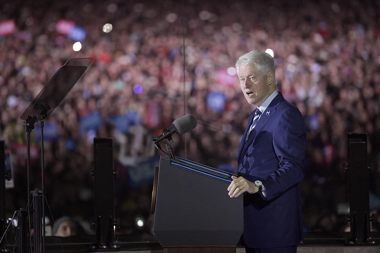 valet i usa. hillary clinton, politiker usa, har valmöte i philadelphia. bill clinton. talarpose