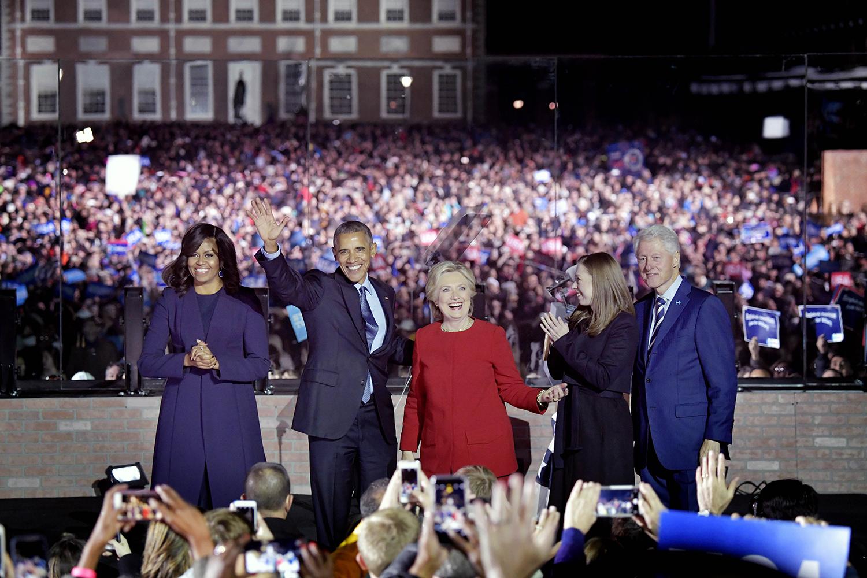 valet i usa. hillary clinton, politiker usa, har valmöte i philadelphia. michelle obama, barack obama, president, chelsea clinton, och bill clinton. familjen