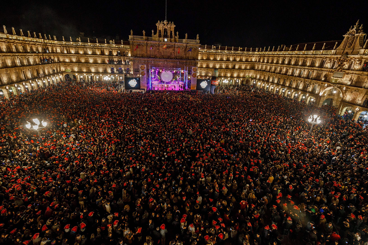 TOPSHOT - Students celebrate during the traditional year-end party held in the main square of Salamanca, Spain on December 15, 2016. The student end of year party has been celebrated every year since the 1990s in the main square of Salamanca in northern Spain, and this year's version drew 35,000 university students on December 15, 2016. / AFP PHOTO / CESAR MANSO / TT / kod 444