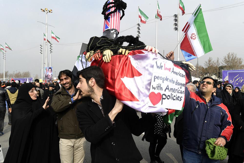 Tusentals iranier demonstrerar mot USA:s president Donald Trump. URBAN ANDERSSON