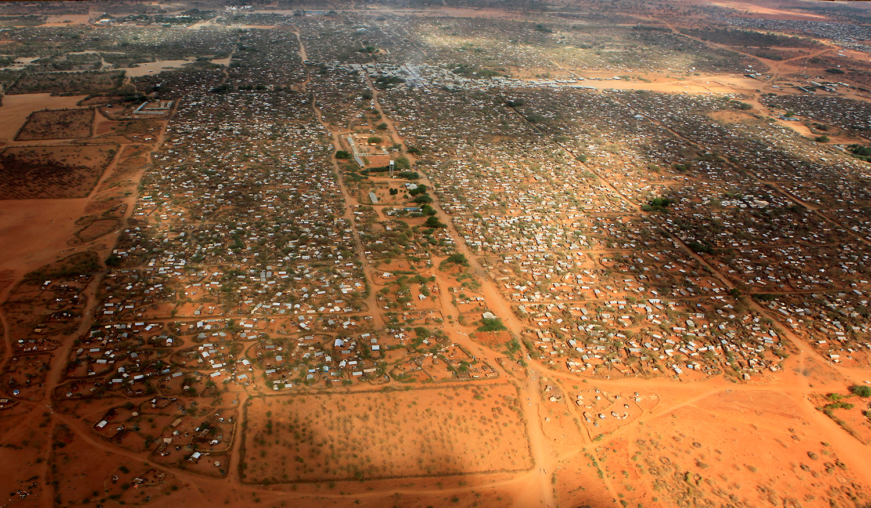 DADAAB 2017-02-09 FILE PHOTO: An aerial view shows makeshift shelters at the Dagahaley camp in Dadaab, near the Kenya-Somalia border in Garissa County, Kenya, April 3, 2011. REUTERS/Thomas Mukoya/File Photo TPX IMAGES OF THE DAY Photo: / REUTERS / TT / kod 72000