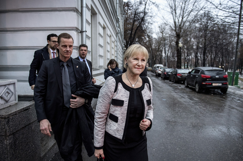margot wallström, politiker (s) sverige utrikesminister, reser till moskva och besöker sacharov centrum