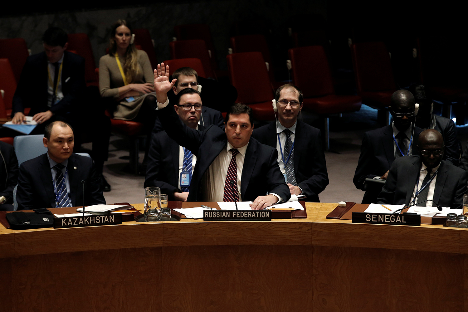 NEW YORK 2017-02-28 Russian Deputy Ambassador to the United Nations Vladimir Safronkov raises his arm to vote against a United Nations Security Council resolution to ban the supply of helicopters to the Syrian government and to blacklist Syrian military commanders over accusations of toxic gas attacks at U.N. headquarters in New York City, U.S., February 28, 2017. REUTERS/Mike Segar TPX IMAGES OF THE DAY Photo: / REUTERS / TT / kod 72000
