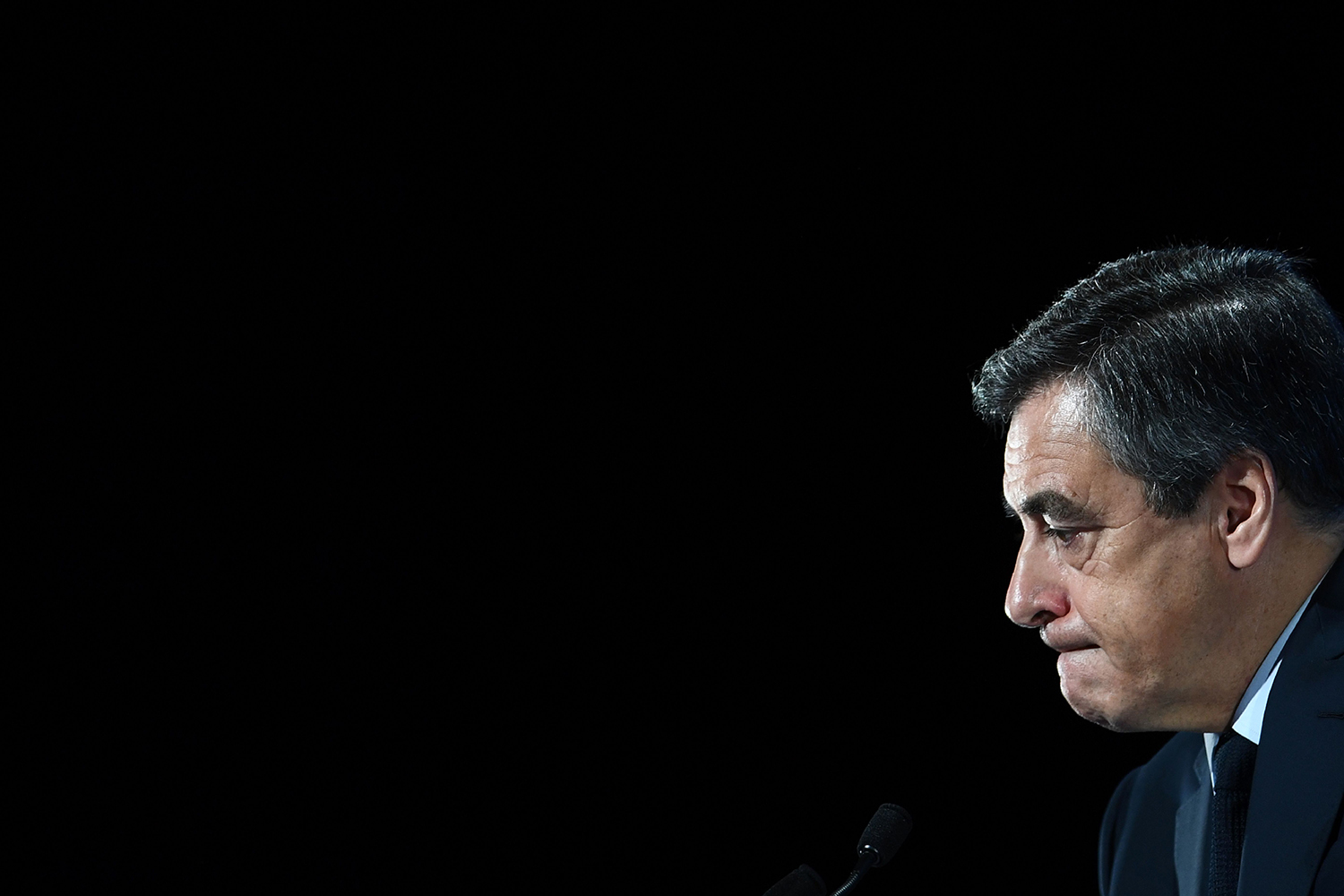 TOPSHOT - French presidential election candidate for the right-wing Les Republicains (LR) party Francois Fillon delivers a speech to present his programm during a campaign meeting in Aubervilliers, outside Paris, on March 4, 2017. / AFP PHOTO / Martin BUREAU / TT / kod 444
