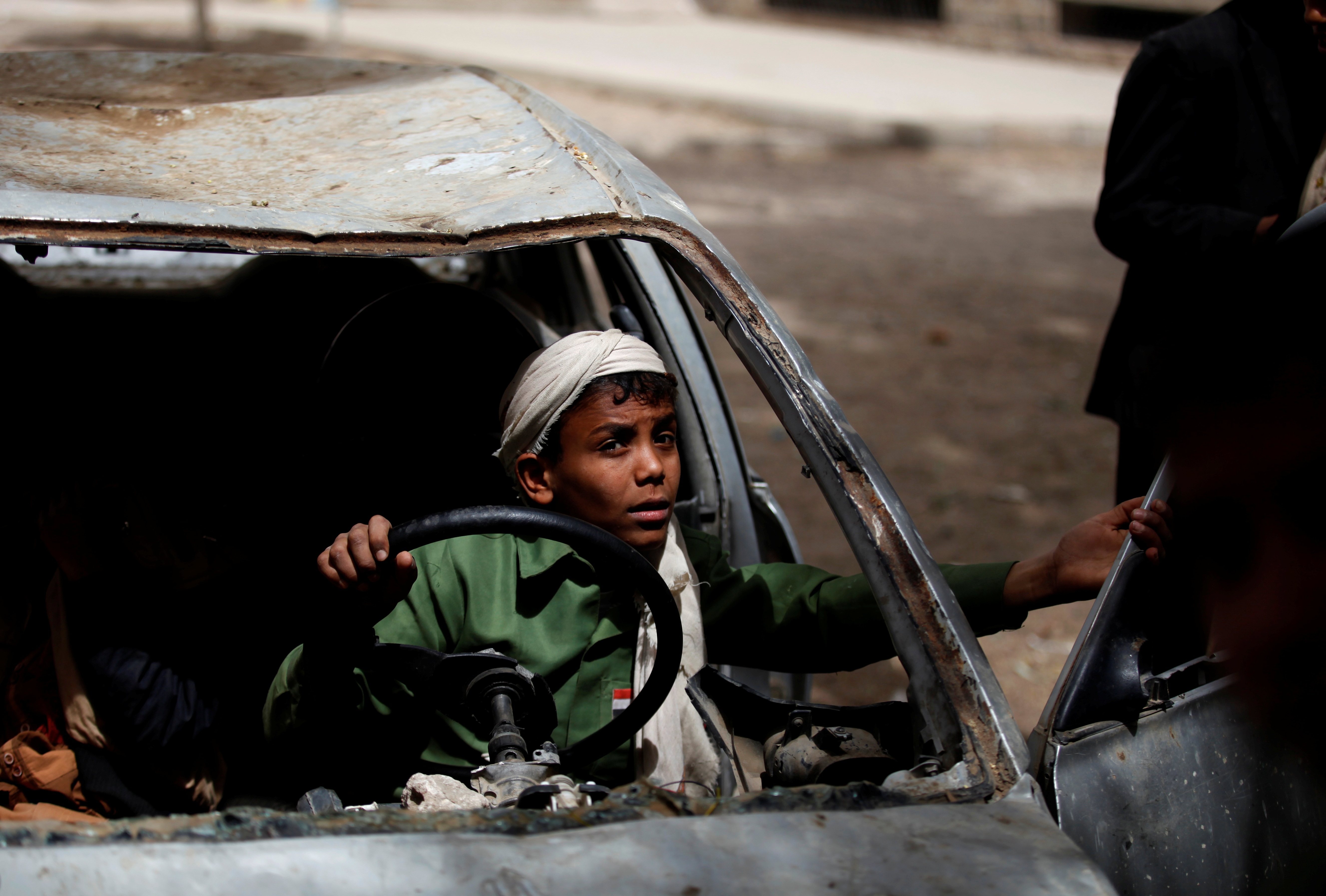 "SANAA 2017-03-22 Boys play in an abandoned car in the yard of The al-Shawkani Foundation for Orphans Care in Sanaa, Yemen, February 18, 2017. REUTERS/Khaled Abdullah SEARCH ""YEMEN ORPHANAGE"" FOR THIS STORY. SEARCH ""WIDER IMAGE"" FOR ALL STORIES. TPX IMAGES OF THE DAY. Photo: / REUTERS / TT / kod 72000"