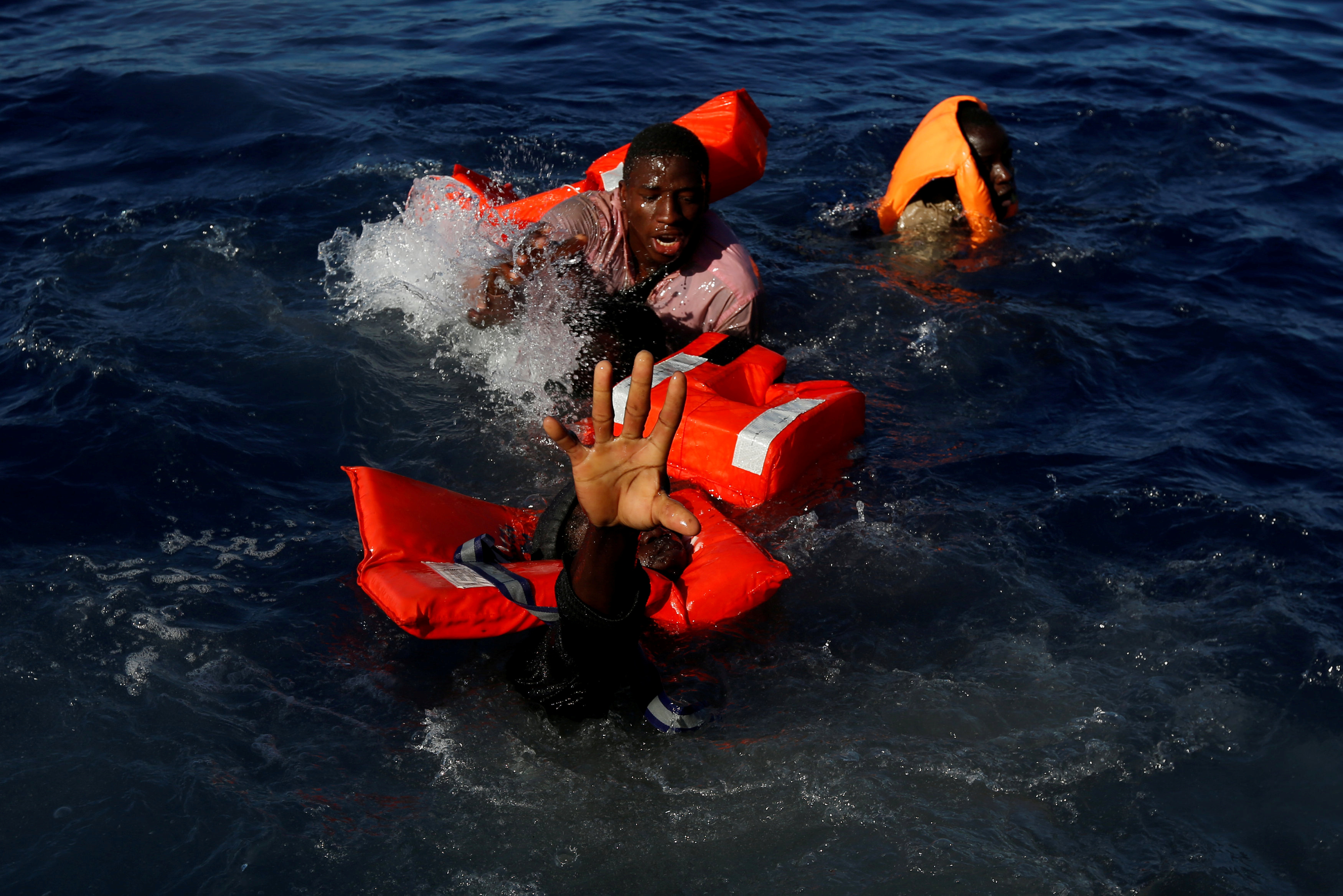 "MEDITERRANEAN SEA 2017-04-17 Migrants try to stay afloat after falling off their rubber dinghy during a rescue operation by the Malta-based NGO Migrant Offshore Aid Station (MOAS) ship in the central Mediterranean in international waters some 15 nautical miles off the coast of Zawiya in Libya, April 14, 2017. All 134 sub-Saharan migrants survived and were rescued by MOAS. REUTERS/Darrin Zammit Lupi TPX IMAGES OF THE DAY SEARCH ""MOAS RESCUE"" FOR THIS STORY. SEARCH ""WIDER IMAGE"" FOR ALL STORIES. Photo: / REUTERS / TT / kod 72000"