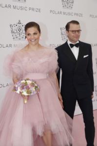 47d1ff7c780e Kronprinsessan Victorias klänning på Polarpriset