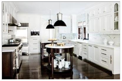 ... tar snyggt upp det rostfria från kökets alla vitvaror och spiskåpa