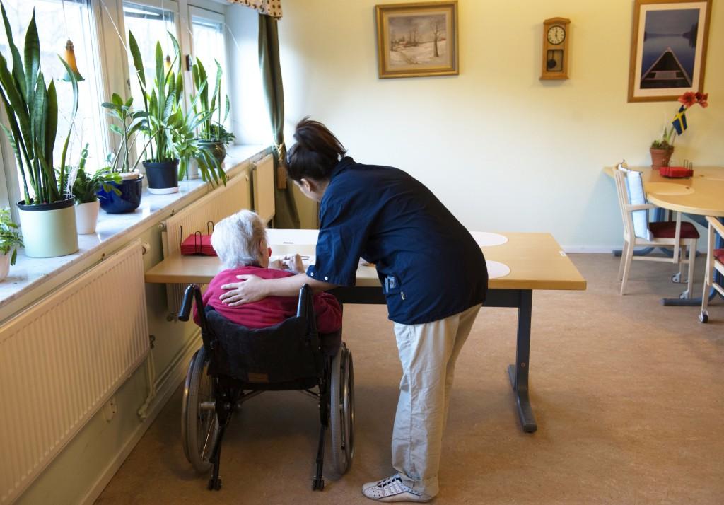 Undersköterska och vårdbiträde är Sveriges vanligaste yrke – bland kvinnor.