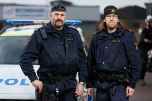 foto : anders andersson anders@andersa. : till granskningen av polisen. pierre sinclair, klippan, till vŠnster.