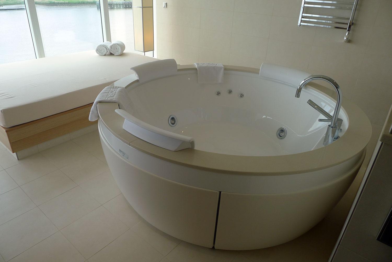 Onwners suite är näst lyxigaste hyttkategorin ombord. Då ingår bland annat egen jaccuzzi och bastu.