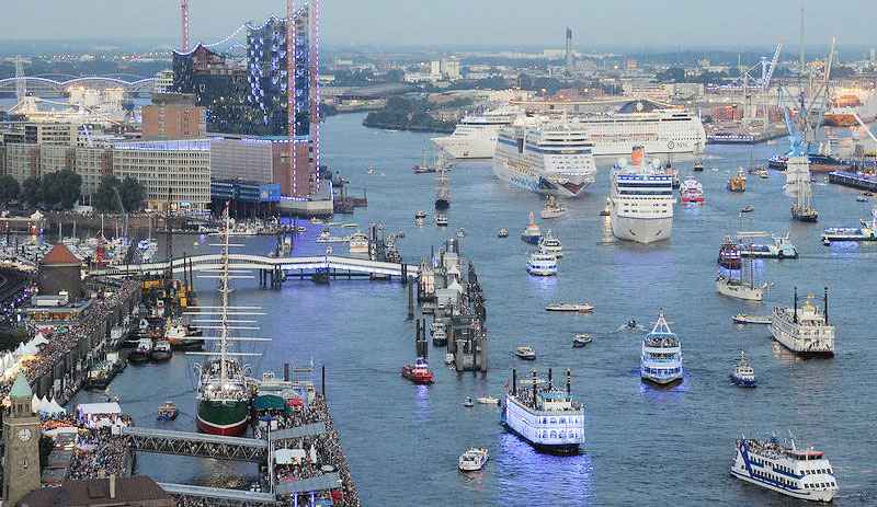 Full rulle i Hamburgs hamn i helgen. Foto: Hamburg Cruise Days