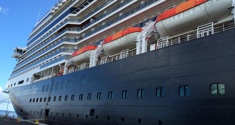 Eurodam är 285 meter lång och tar drygt 2100 gäster.