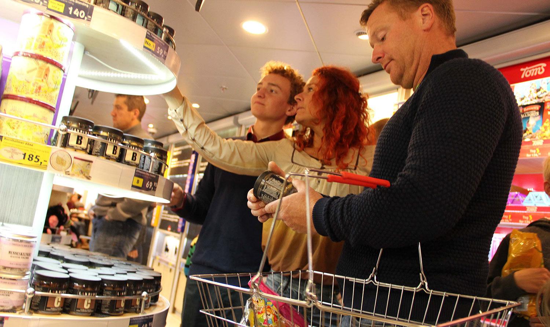 Billig alkohol, kosmetika och annat ska locka svenskar att ta färjan till Bornholm. Foto: Faergen