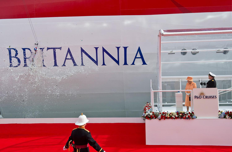 Drottning Elizabeth döper Britannia. Foto: P&O Cruises