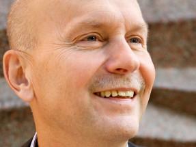 SMS-arbetsgivarnas chef, Almegas vd Jonas Milton, har samma svar på alla frågor. Avreglera, privatisera och sänk lönerna. Foto Almega