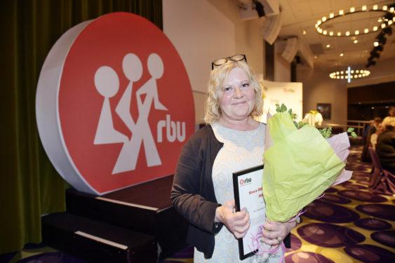 Eva Franchell fick pris av RBU, förbundet för rörelsehindrade barn och ungdomar för sin kamp för LSS