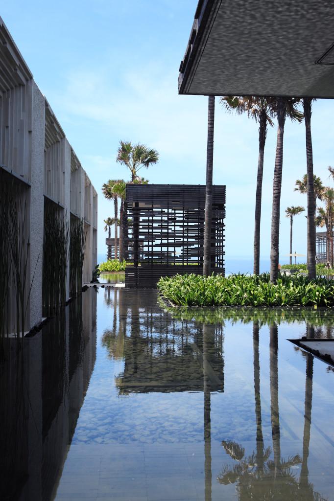 alilavillasuluwatu-reflecting-pool-lobby