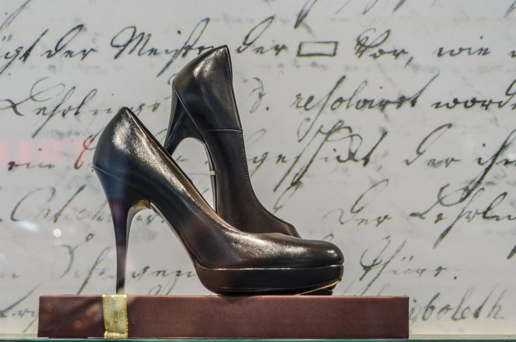 shoes-428629_1280