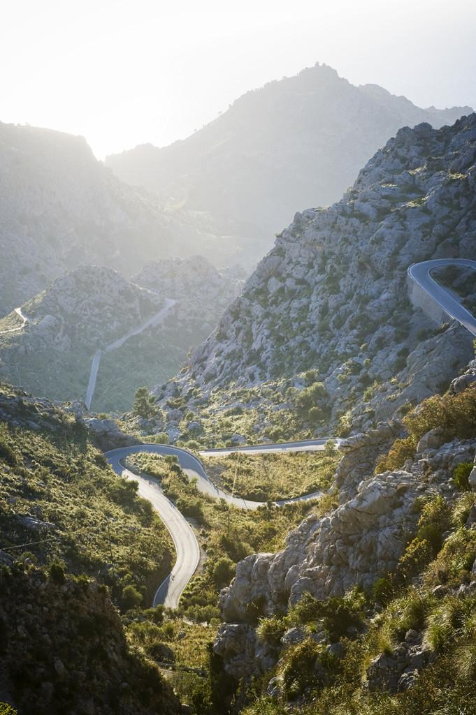 Sierra de Tramontana på Mallorcas västkust är nästan ett måste och för den som har tagit sig upp till topparna bör kasta sig ner för serpentinvägarna som leder till vackra viken Sa Calobra.