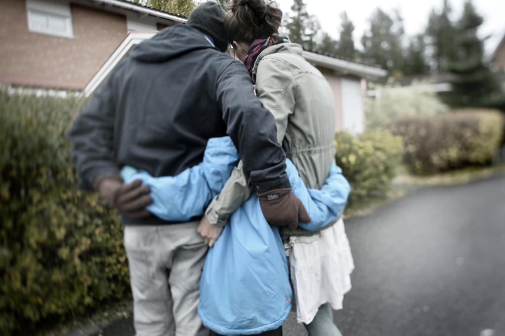 Oscar, 7, är hemma med sina föräldrar eftersom de anser att hans skolsituation är för otrygg. FOTO: Stefan Mattsson.