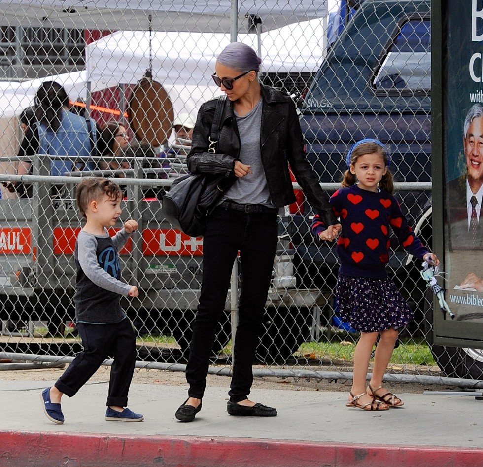 Nicole Richie Takes The Kids To The Market